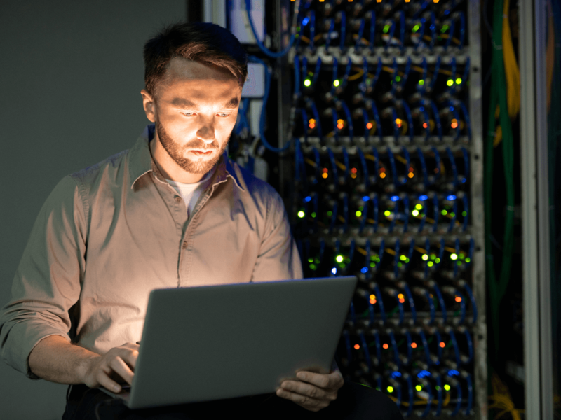 Langjährige Erfahrung mit der Administration von kleinen und mittleren IT Systemen